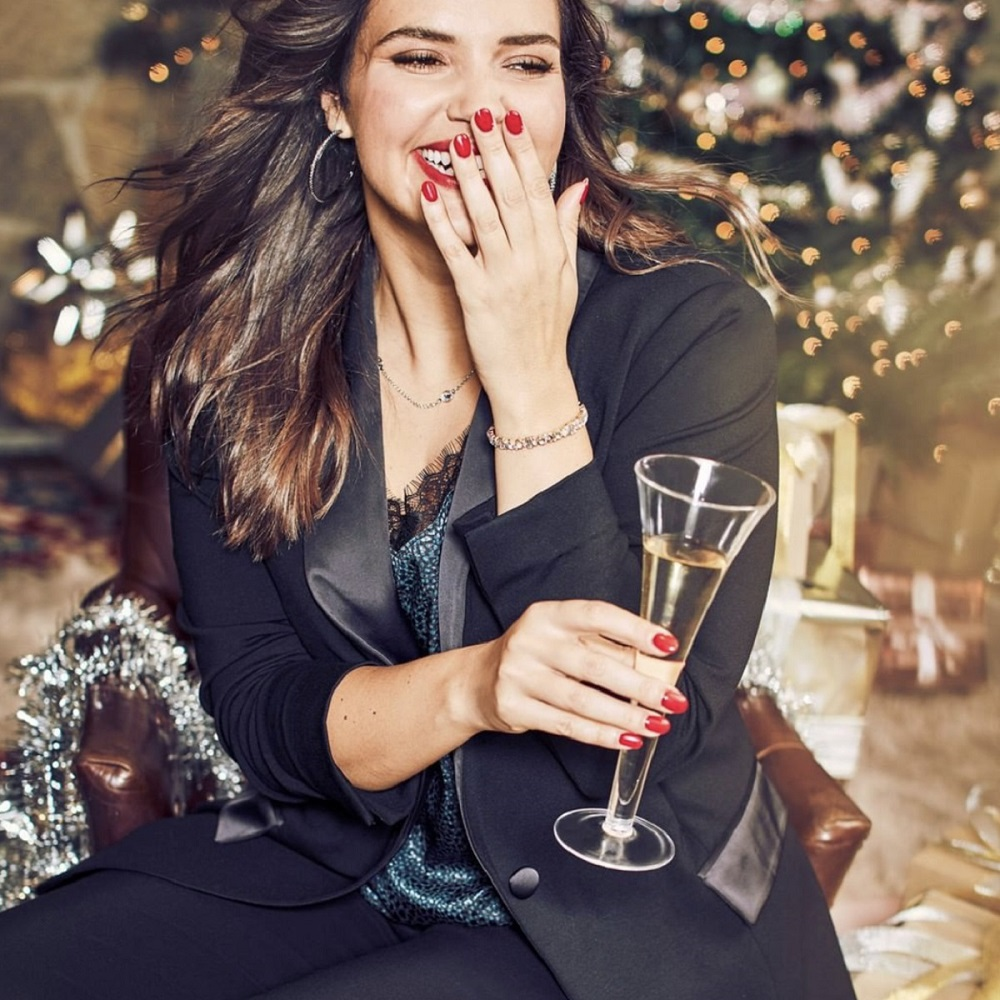 Going to that office holiday party this weekend? Get your gorgeous look at Lane Bryant before the weekend is over #lanebryant #holidaylook #holidaybeauty #holiday2019 #openduringconstruction