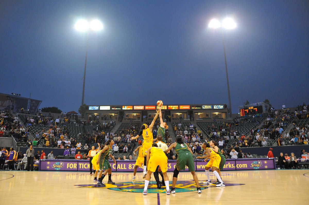 As we continue to look back on this decade, we're taking it back to 2010...  Who remembers the Sunset Showdown vs Seattle Storm at Home Depot Center?🏀  #GoSparks #LeadTheCharge #WNBAVault https://t.co/6ocJdSSU32