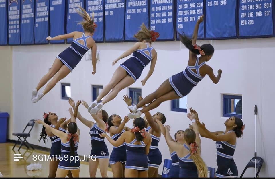 You will never know your limits unless you push yourself to them. #dancetrends #peprally #makethisgoviral #litdances #schoolspirit #basketball #seahawks #collegebasketball #worldwidedance #danceteam #dancedance #contemporarydance #cheerstunts #cheerislife #cheerforlifepic.twitter.com/MY2KQTYWLj