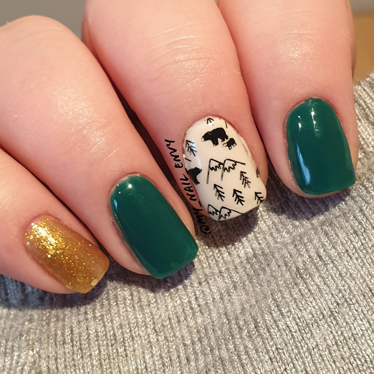 I have been eyeing out this cute stamping image for months now so it is finally time to use it #nailart #shortnails #naturalnails #nails #mani #nailsaddict #nailblogger #nailspiration #winternails #bearnails #woodlandcreaturesnails #bears #greennails #woodlandcreaturespic.twitter.com/KrPCqJnQZe
