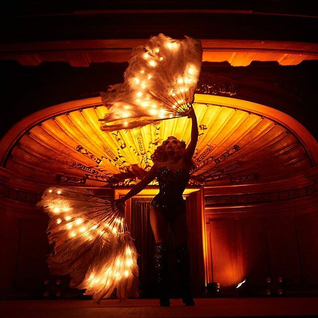LED feather fans Photo by @etphemera https://ift.tt/38ZDwYQpic.twitter.com/66tmk4xl86