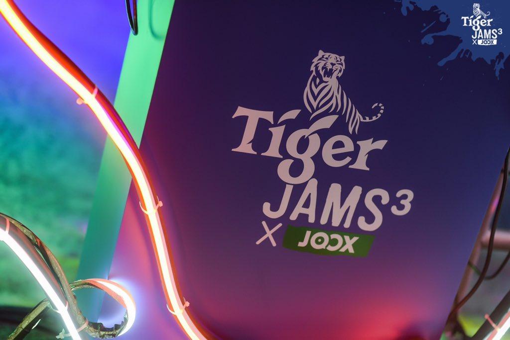 ภาพความสนุกแบบนี้ต้อง #TigerJams3xJoox #เสือถิ่น เท่านั้น! มีทั้งกิจกรรมและการ JAMS กันของเสือ @inkwaruntornp VS เสือ #บอยจ๊อส เมื่อวันที่ 6 ธ.ค. 📍ร้านยนน Bar&Bistro @บุรีรัมย์ ครั้งหน้าจะไปที่ไหน Follow เลยที่ @TigerBeerTH @JOOXTH#TigerBeerTH  ชมภาพเต็ม https://t.co/ztgXpSyEal https://t.co/72VBaVYQDV
