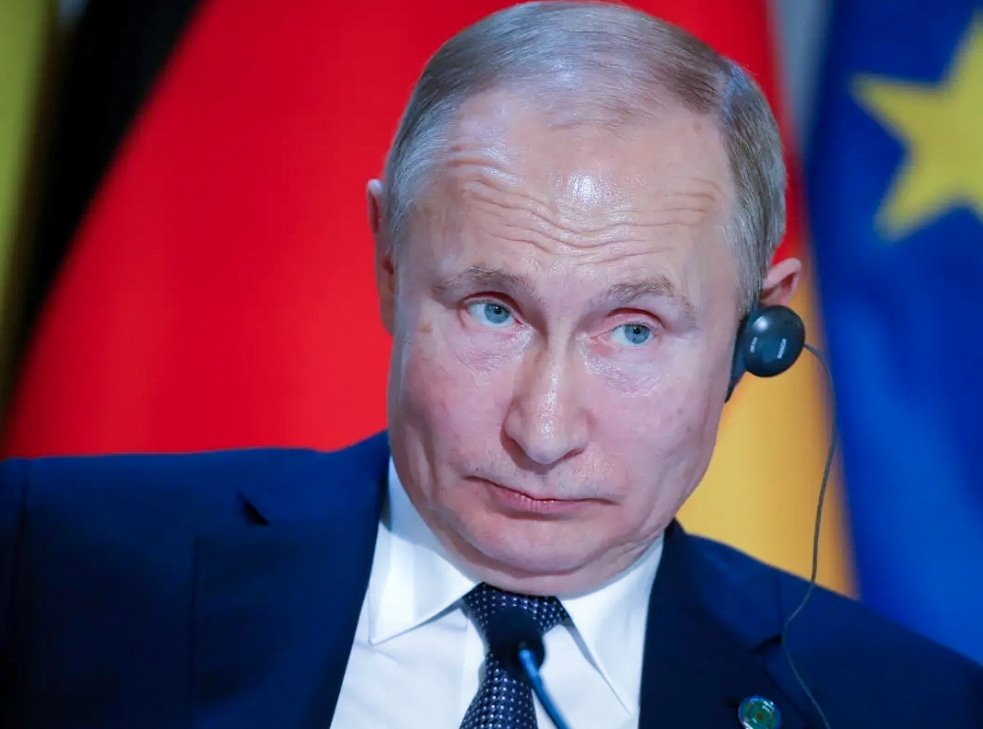 "Did you know that ""Vladimir Putin reportedly runs an outdated version of Windows on his computer, which is vulnerable to hacking""? 🤦🏼‍♀️🤦🏼‍♂️😂 Here are ten things you need to know about tech today:  Photo and article by Business Insider  https://t.co/gdevhiZZ7P  #DOGlobal https://t.co/qUAtTV0SMI"