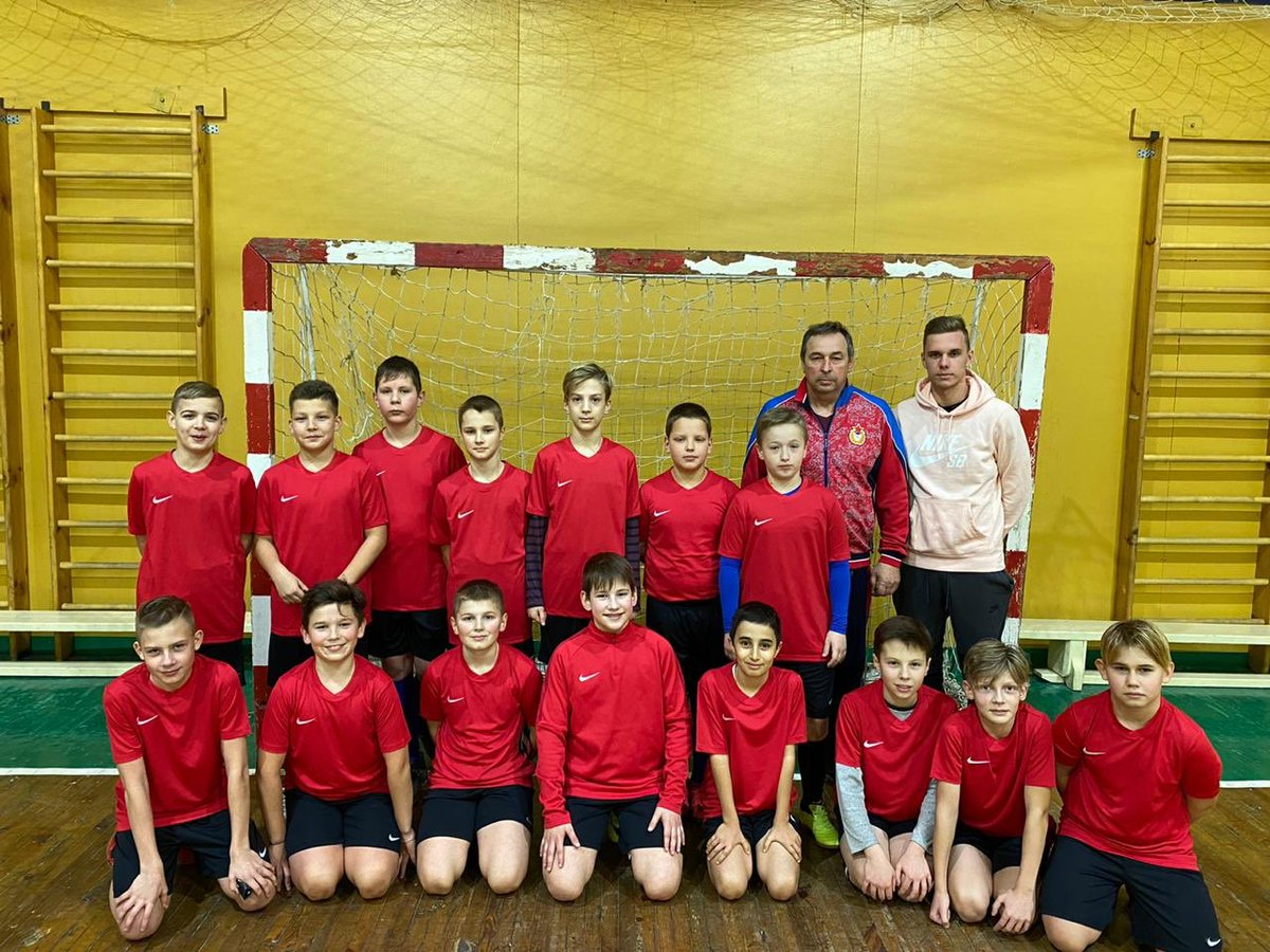 Глушенков подарил новую форму детской команде своего первого тренера