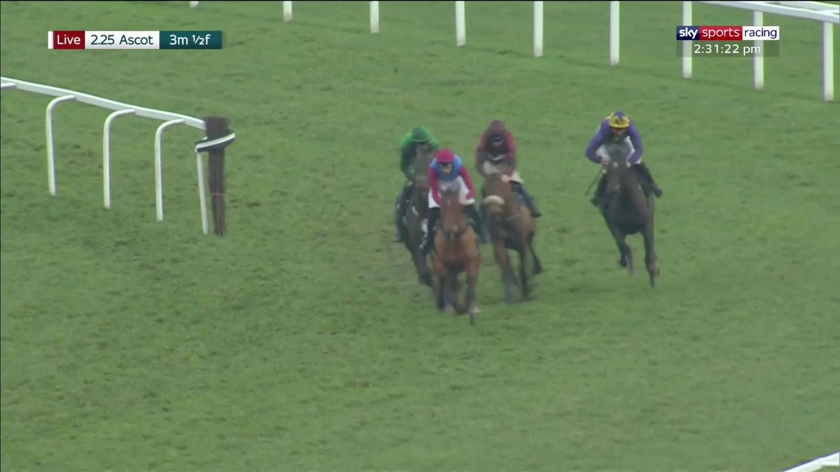 A thriller in the mud! The Worlds End reels in L'Ami Serge to win the Grade 1 Marsh Long Walk Hurdle for @adrianheskin and @TomGeorgeRacing at @Ascot https://t.co/mq4TGN22Qt