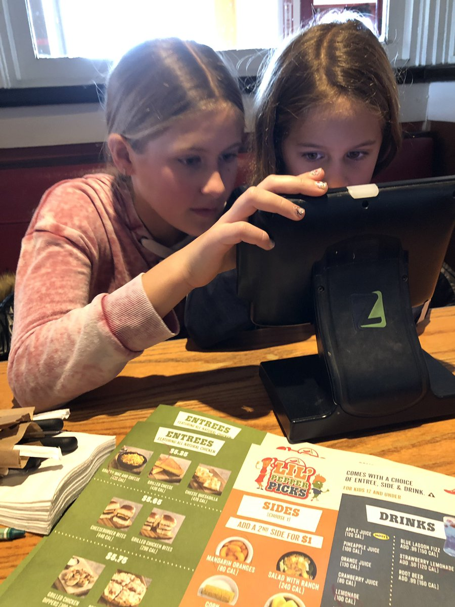 These are my lunch dates at @Chilis. The only time they get along!