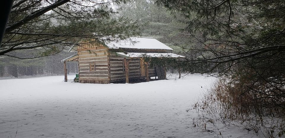 Kelley's cabin, The mill has been performing perfectly since I've purchased it. Kelley H.  #woodlandmills #logcabin #chinking #diy #HM126 #cabin #sawmill #offgrid #loghomes #forestry # #rustic #cabinlife #loghomeliving #loghouse  #cabinlove #construction  https://soo.nr/wOy1pic.twitter.com/sNuNlglTM6
