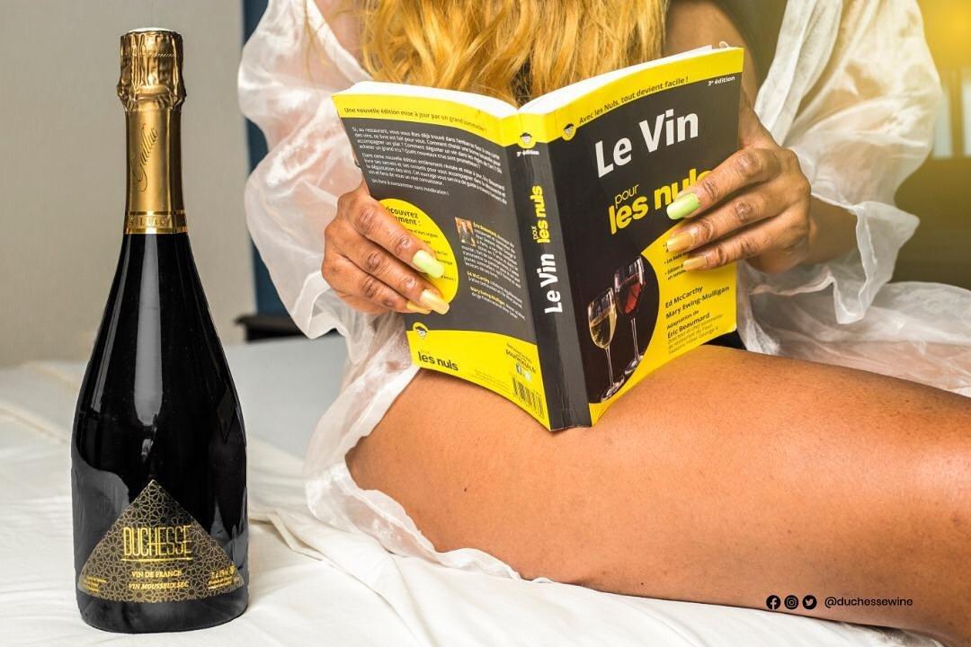 Offrez lui un moment de prestige avec DUCHESSE DE CHÂTEAU FORT !  https://youtu.be/8ItVfFLbdGk  #Duchessewine #vindefrance #winelovers #successlifestyle pic.twitter.com/tvr2uIbzF1