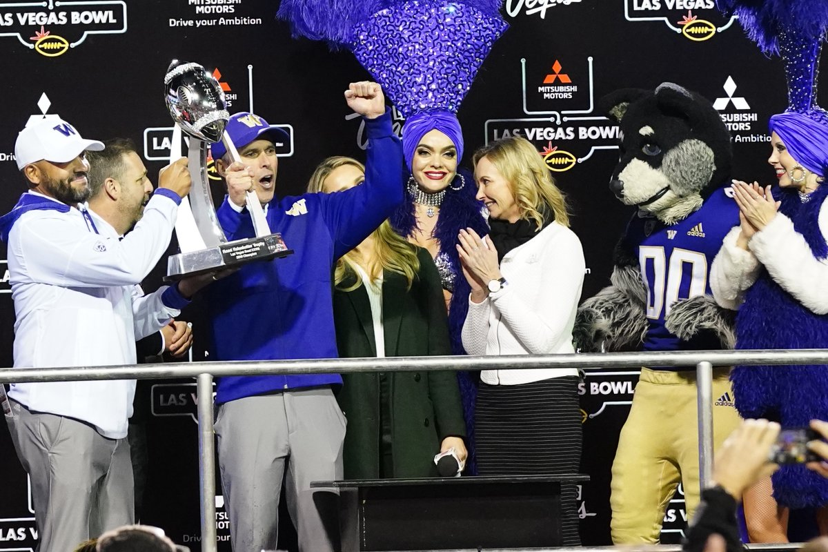 Postgame Celebration 📸  @UW_Football's Head Coach Chris Petersen, Defensive Coordinator Jimmy Lake & players celebrate receiving the Rossi T. Ralenkotter #MMLVBowl Championship Trophy from @mitsucars CMO Kimberley Gardiner! Elijah Molden (No. 3) was named the Rich Abajian MVP!