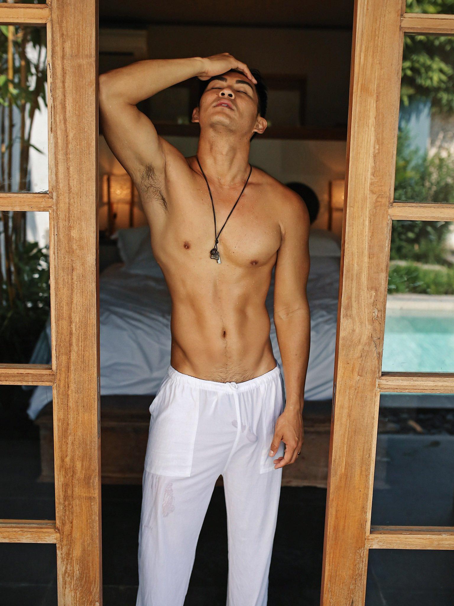 2011 - 2012 | Manhunt - Mister International - Mister Universe Model | Hawaii - USA | Rhonee Rojas - Page 35 EMYABttUwAAOH-T?format=jpg&name=4096x4096