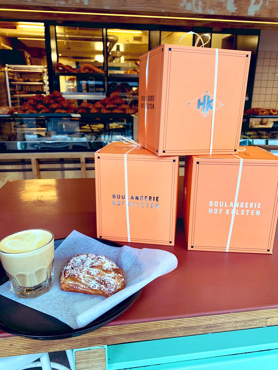 Buying an Italian Panettone from a Jewish bakery for Christmas on the first day of Hanukkah is perhaps one of the most Montréal things...   (Btw, these are the BEST Panettone in the city) #LoveThisCity #VivreEnsemblepic.twitter.com/KRnVoODcHP