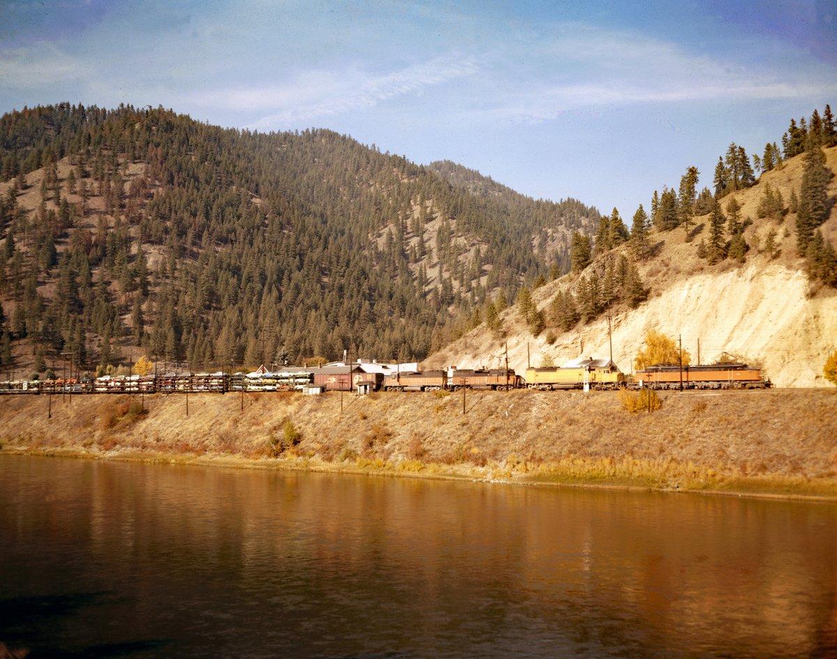 EMa0 RZXYAUsQ3d - Electric Railroad through the Rockies
