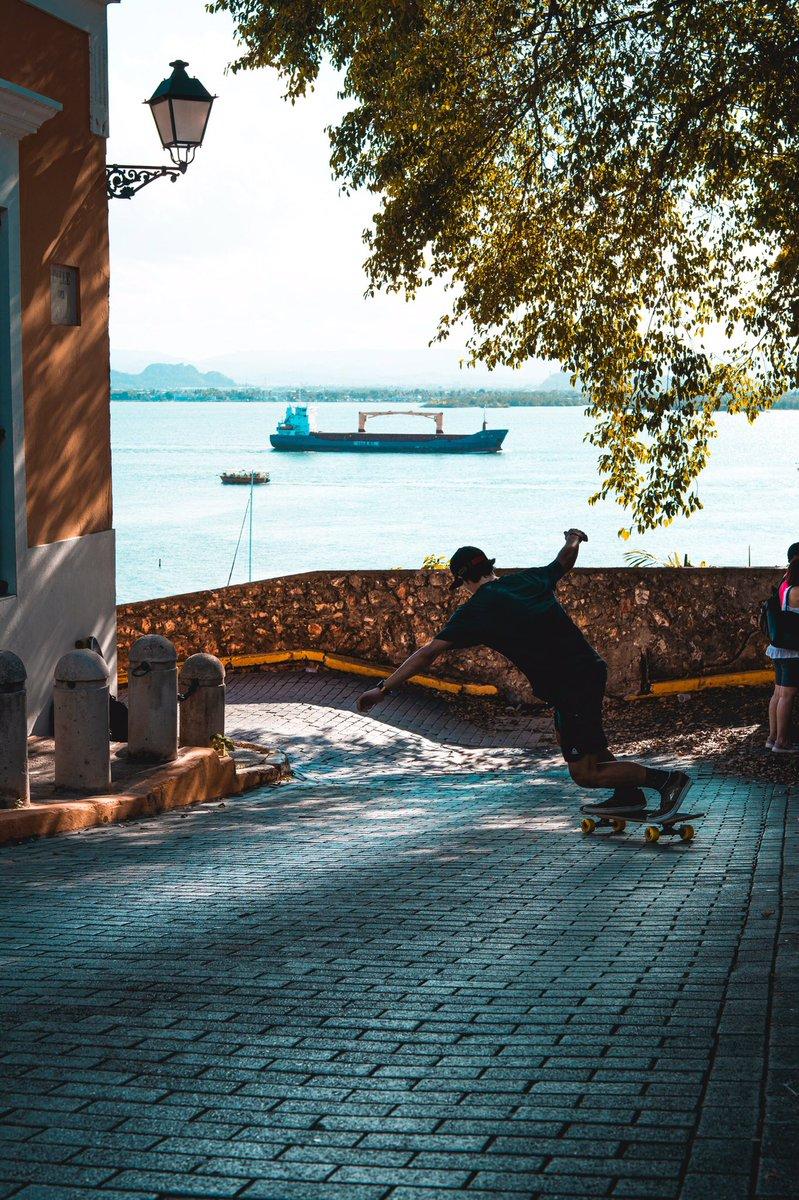 Perfection.  : @nick.pappas_   #arbiterlcd #keepingitholesom #fastfreeride #pr #skaters #longboardingisfun #fun #skatefast #skateeveydamnday #skateeverything #skateart #skatelifestyle #sideordie #fast #skateordie #skate4life @oslongboarding @holesomrider @RDVXGrip pic.twitter.com/S0ibgCX9z8