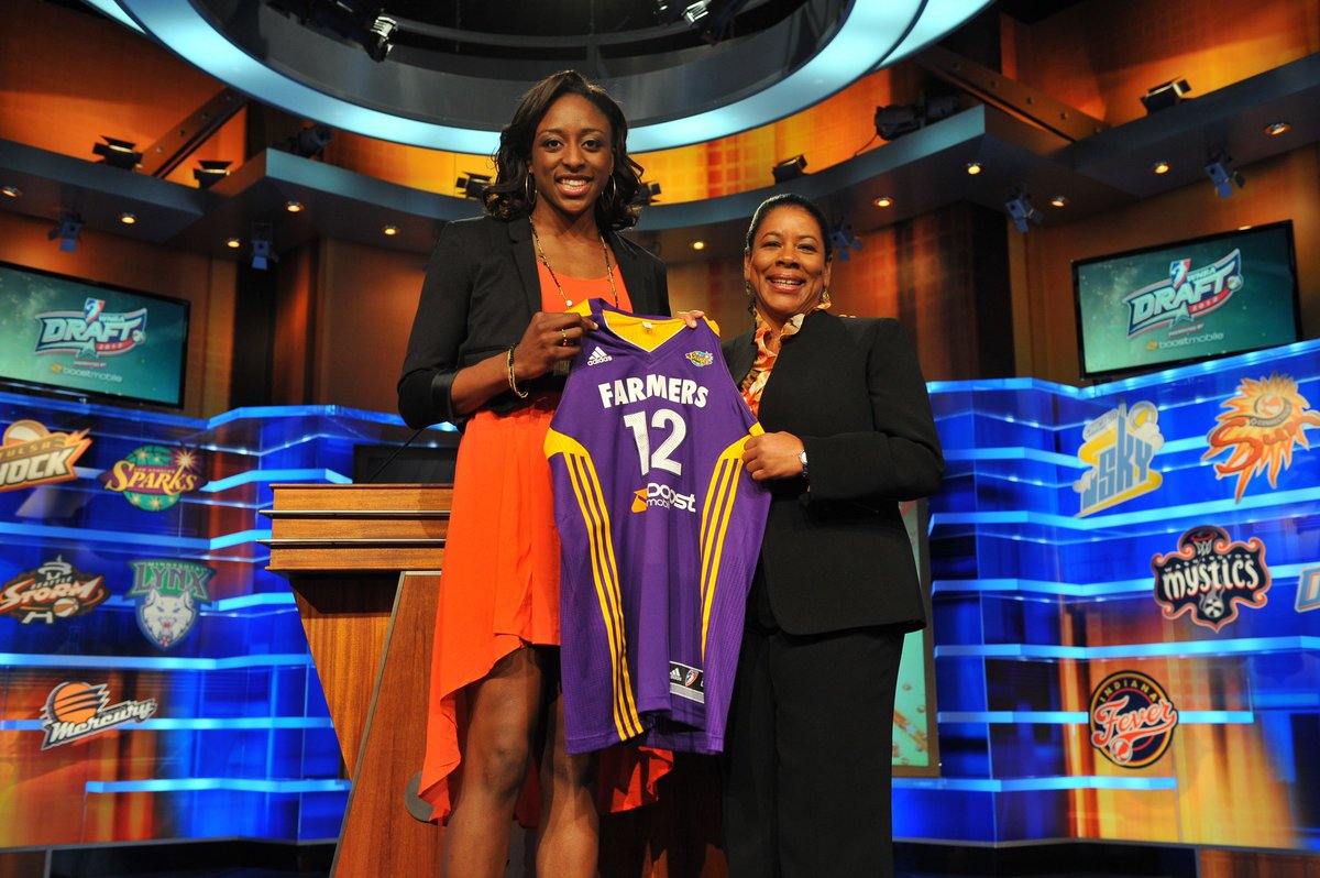 The year 2012..  And the Sparks select @Nnemkadi30 with the number one pick in the draft🤩🔥  #GoSparks #LeadTheCharge #WNBAVault https://t.co/NfyCkBnbMI