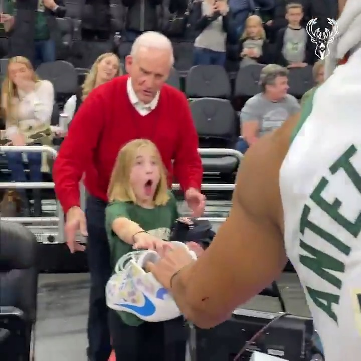 Giannis made this young fan's day and it will melt your heart ❤️