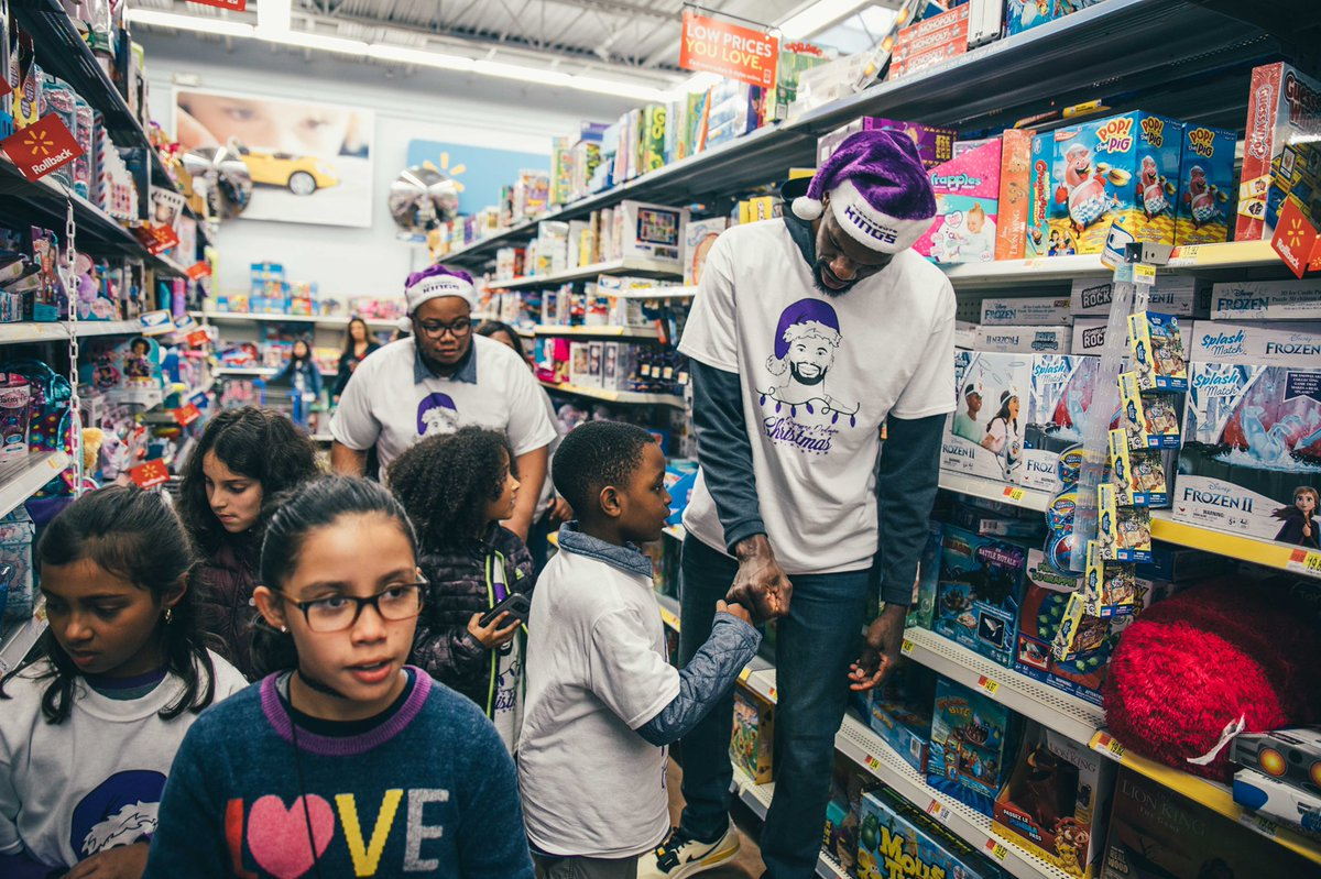 Dewayne Dedmon showing love to 100 kids from @Playworks by treating them to a holiday shopping spree and dinner  🎁🛍 https://t.co/c6iQFiG7ab
