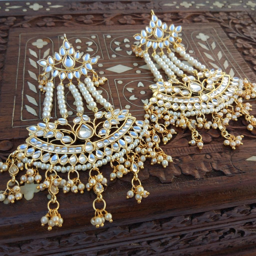 Traditional Kundan & Pearl Earring #traditionalearrings #kundanearrings #pearlearrings #fashioncrab #kundanjewellery #kundan #pearl #jewelry #kundanjhumka #meenakariearrings #germansilverjhumka #jewellerywholesaler #earrings #immitationjewellery https://buff.ly/2rj5hKI pic.twitter.com/sxwMJZrQxj