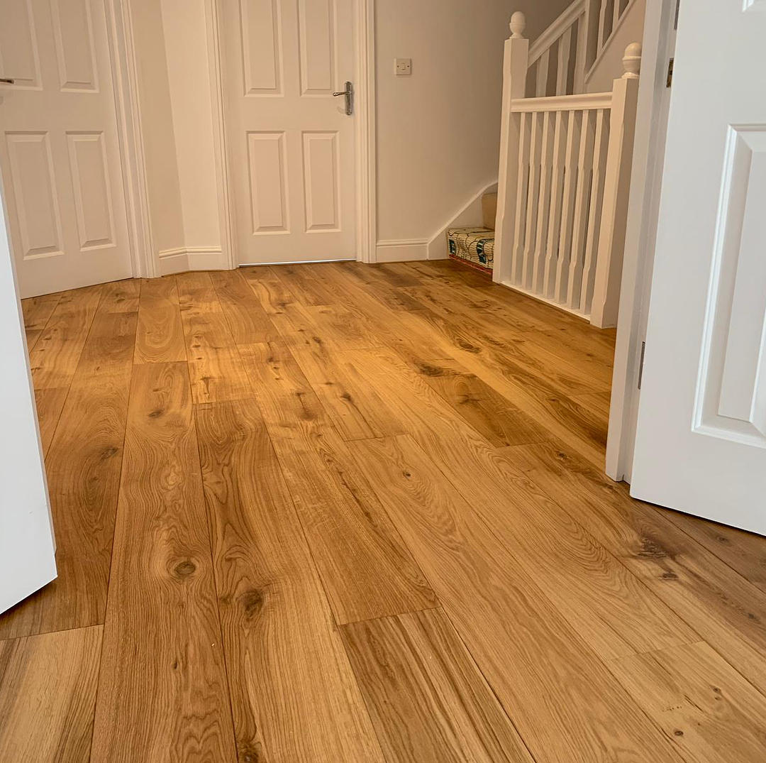 Pre finished oiled oak boards flowing across multiple rooms.  This beautiful floor really enhances the light and airy feel at this fabulous property in Millhouses #woodfloor #oakflooring #flooringinspiration #woodflooring #sheffieldpic.twitter.com/QXmLyMO3Lz