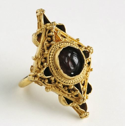 Christmas at the National Museum of Ireland: Item 8/9Tiered filigreed gold finger ring with a diamond-shaped bezel. Castletown Mount, Co. Louth. 12th / 13th c. AD.#gifting #Christmas2019
