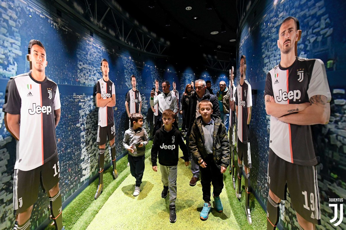 🙌  Un pomeriggio all'insegna del divertimento per i #JuniorMember   🔝 Laboratori didattici allo #JuventusMuseum e tour dell'Allianz Stadium!   🎁 A Natale regala una Junior Membership ➡ http://juve.it/5rDi30q4onC