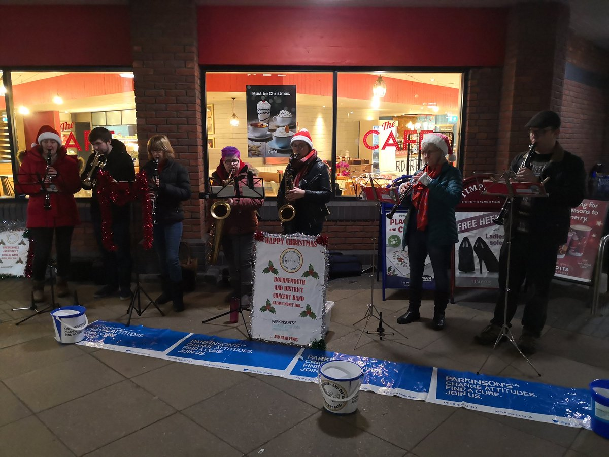 It was a busy night at Tesco with lots of shoppers stocking up on food for Christmas! Just one more busking session to go at Tesco Extra in Tower Park tomorrow, 10am-12pm #bdcb #busking #concertband #bournemouthmusic #dorsetmusic pic.twitter.com/cqndEypO0c