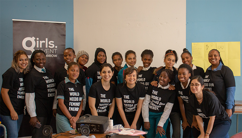 In March of this year, @Facebook was invited by non-profit organization @GirlsInvent to give two workshops on design and VR with local high school students in Cape Town, South Africa. Learn more from our own @katya_alexander + @LisaKotecki // ocul.us/GirlsInventTom…