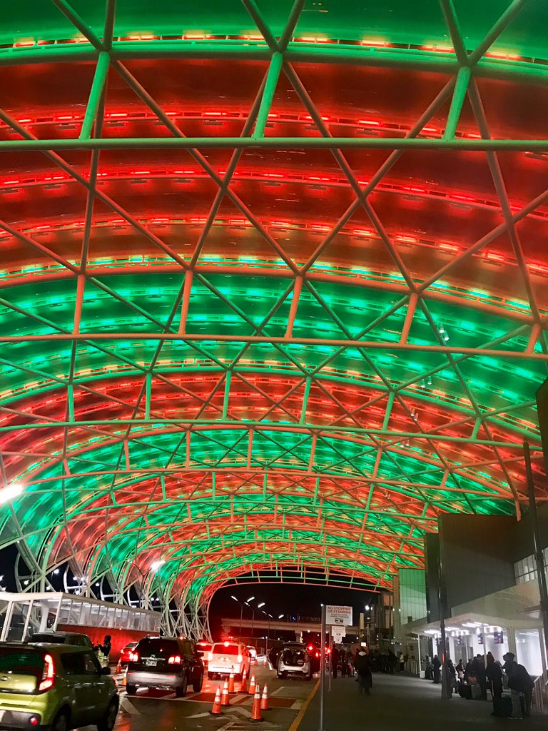 Soon it will be Christmas Day.🎄 Nicely done @ATLairport. @wsbtv ✈️❤️💚