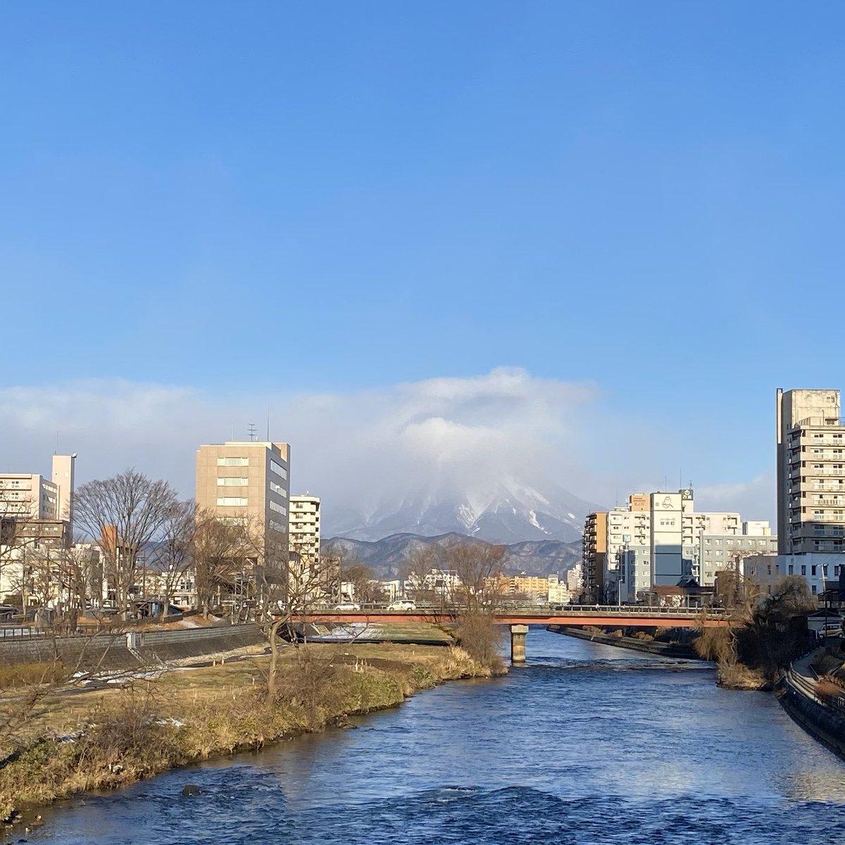 2019/12/24 盛岡市の開運橋から撮影。みなさま、体調管理に気をつけてお過ごしください。 #岩手 #盛岡 #北上川 #岩手山 #岩手においでよ #クリスマスイブ