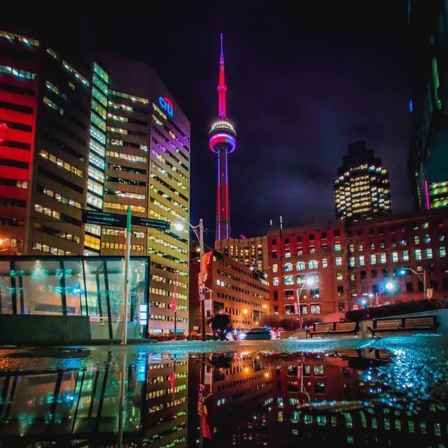 Toronto puddles. . . . #streetsoftoronto #viewsfromthe6 #nightphotography #weownthenight #blogto #torontoclx #narcitytoronto #curiocityto #tourcanada #explorecanada #imagesofcanada #discoveron #artofvisuals #agameoftones #moodygrams #night_shooterz #thev… https://ift.tt/371uxEzpic.twitter.com/ctIpF8EqVF