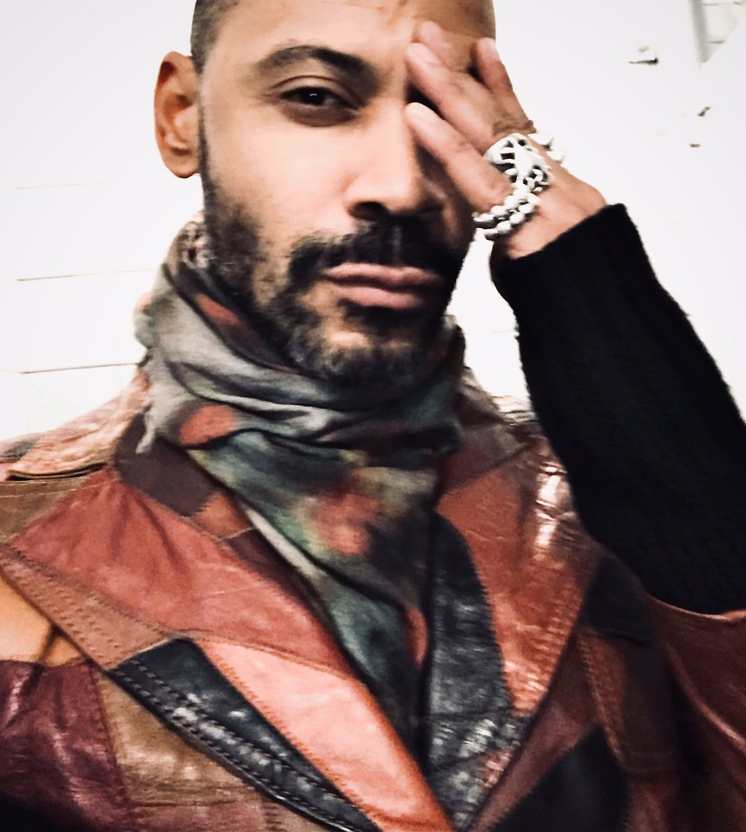 Cool & coordinated. Even I found myself surprised at how this vintage leather jacket and Paul Smith scarf meshed together. It wasn't made in heaven but surely a great pairing.   #beards #fashion #rudyreednyc #lifeofastyliat #meninfashion pic.twitter.com/DCqalenE9j