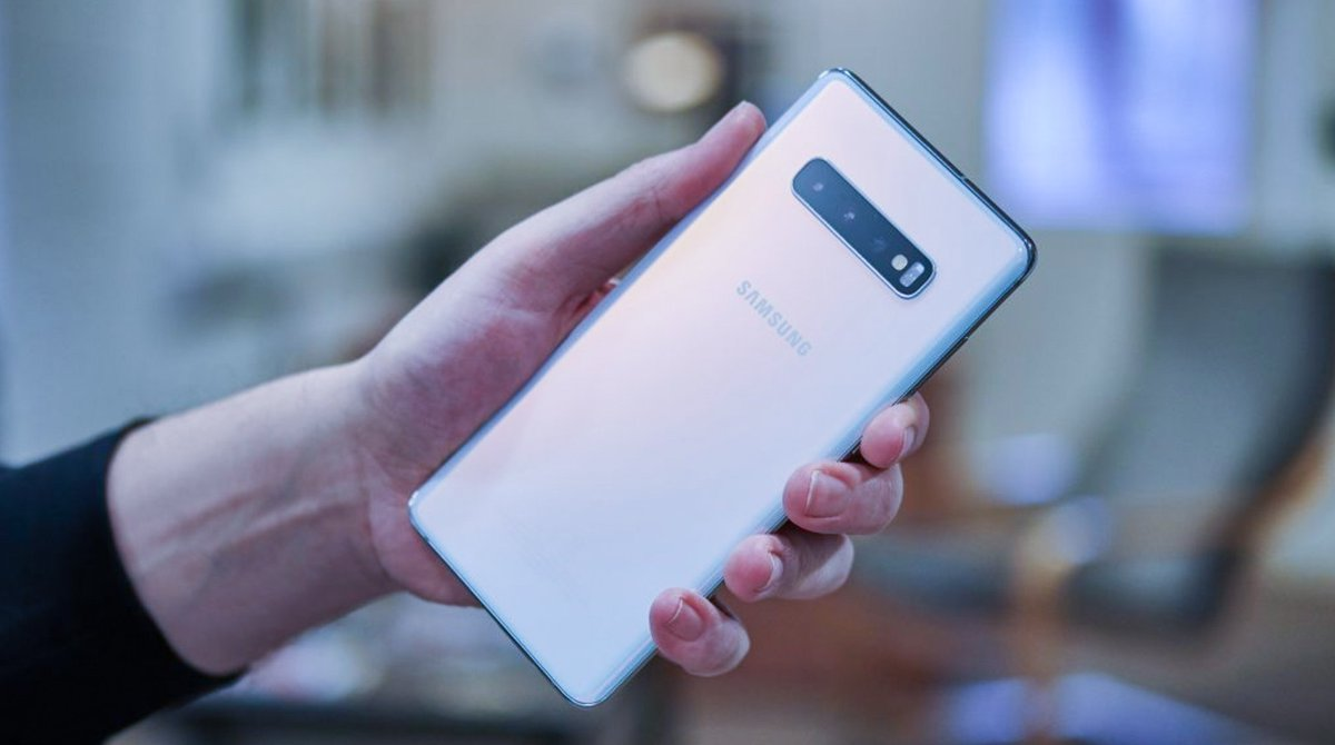 Here is the Samsung Galaxy S10 Lite release date and leaks. This looks like a great holiday gift, don't you think?   Read article from TechRadar: https://t.co/HPhSsLTCJT  #DOGlobal https://t.co/Kf92U9SRqQ