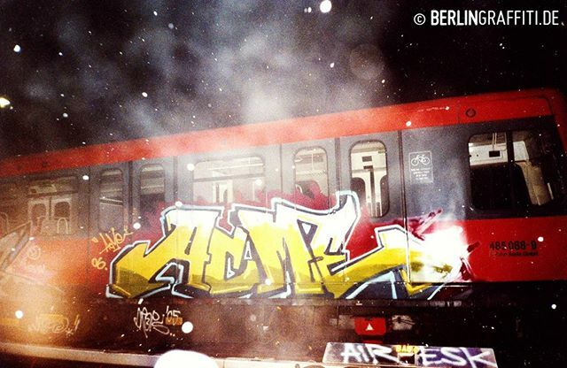 "ACME 2006 — #berlin #graffiti #berlingraffiti #graffitiberlin #fotoboom #trains #berlintrains #sputnik #br485 #граффити — © BERLIN GRAFFITI — FROM ""FOTOBOOM - ACME SPECIAL"" ON https://berlingraffiti.de/  https://www.instagram.com/p/B6dDImJJ4sS/ pic.twitter.com/YUoyCsdKJD"