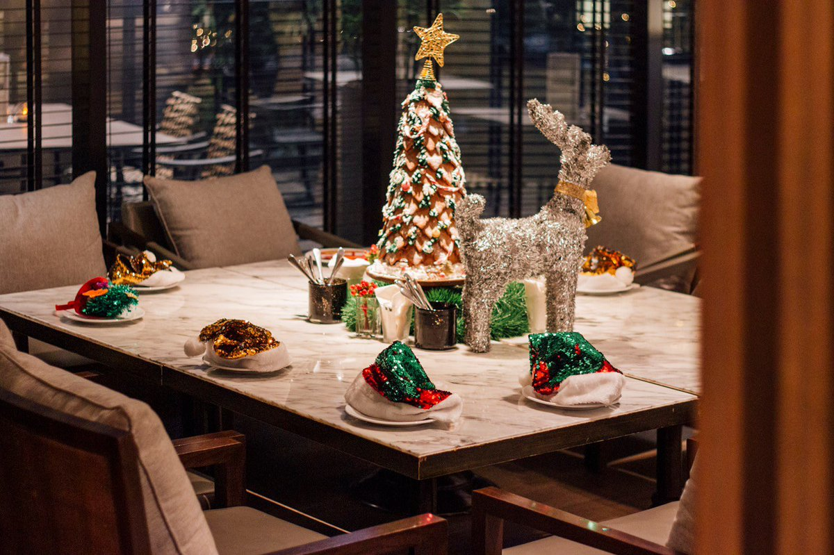 Have yourself a merry little Christmas at JW Café. 🎄🎈🎁🎊🧸 #ChristmasEve https://t.co/uwlG2PSAVZ