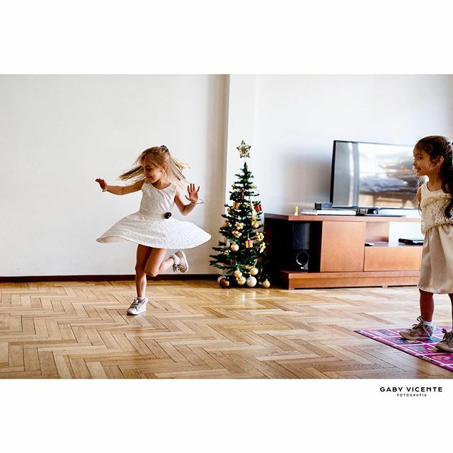. . . . . . #gabyvicentefotografia #gvfchildren  #fotografiadocumentaldefamilia #fotografiadocumentaldefamilias #documentaryfamilyphotography #fotosencasa #amorporlocotidiano #mecopalocotidiano  #dfpcommunity #momentosreales #historiasdefamilias #sesionenelhogar #fotografiai…pic.twitter.com/WjJJ3dR2M5
