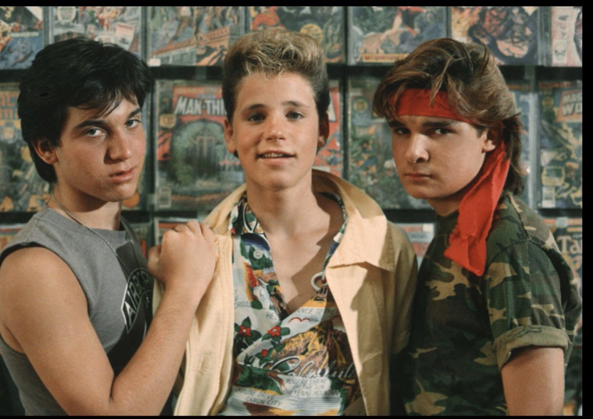 The Only Thing That Could Possibly Make This 80s Photo More Perfect is a Wall Full of Comic Books.  Oh Wait..  @Corey_Feldman #CoreyFeldman #CoreyHaim #TheLostBoys #LostBoys #Movies #Movie #ComicBooks #ComicBook #Marvel #DC #Comics #Comicpic.twitter.com/0T9jNCgKoQ