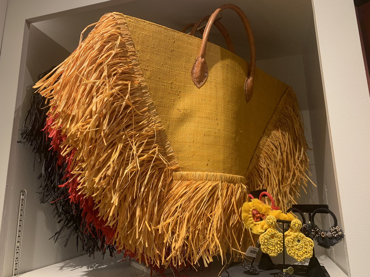 Uncommon and handsome straw bag made in Madagascar from @vhouseofv. Love the shop in @upperbuenavista pic.twitter.com/eLnff8CyEb – at Upper Buena Vista