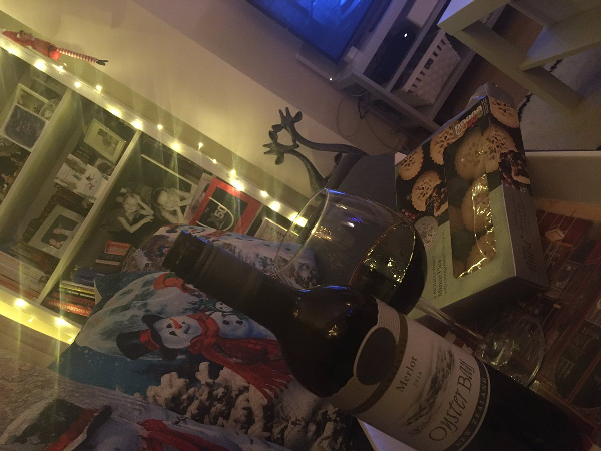 Oyster Bay Merlot, Tesco finest mince pies & watching A Christmas Carol. It's beginning to feel a lot like Christmas! 😁🍷🎅🏽🎄xx #ChristmasEve #oysterbay #ChristmasCarol #tescofinest