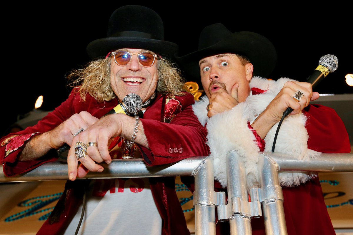 Merry Christmas 🎅🏻 from Big & Rich to all of you! #happyholidays #bigandrich #christmas
