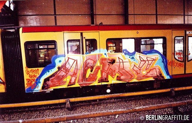 "ACME — #berlin #graffiti #berlingraffiti #graffitiberlin #fotoboom #trains #berlintrains #sputnik #br485 #граффити — © BERLIN GRAFFITI — FROM ""FOTOBOOM - ACME SPECIAL"" ON https://berlingraffiti.de/  https://www.instagram.com/p/B6fa66ApQSI/ pic.twitter.com/W79kPueQnV"