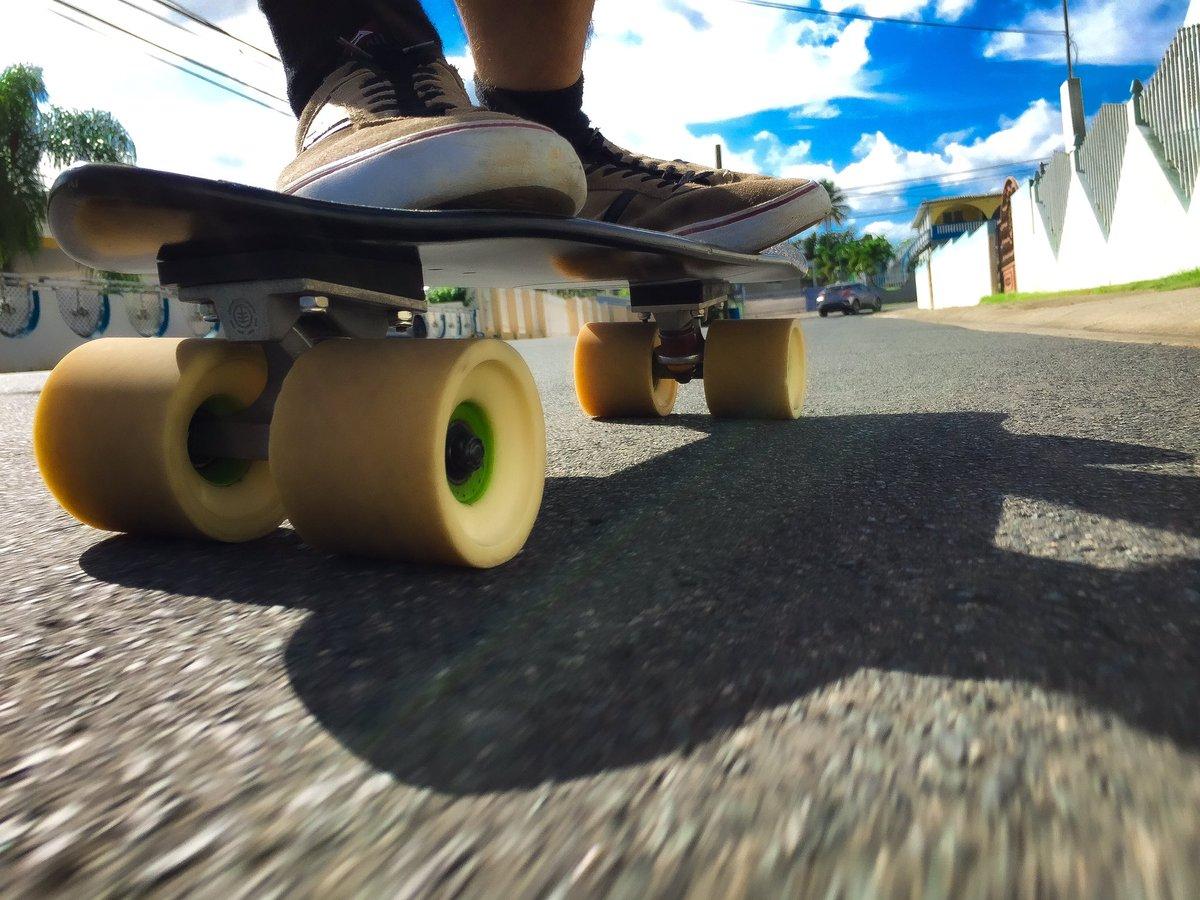 Lil beast. #manhattan27 #keepingitholesom #fastfreeride #pr #skaters #longboardingisfun #fun #skatefast #skateeveydamnday #skateeverything #skateart #skatelifestyle #skatefam #sideordie #rdvxgrip #fast #skateordie #skate4life @oslongboarding @holesomrider @RDVXGrip pic.twitter.com/B5e9JqbyYW