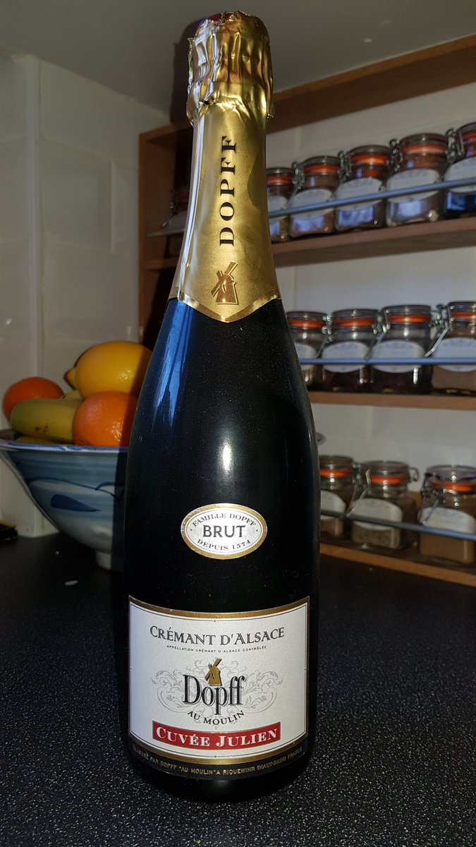 Very acceptable alternative to Champagne. All of the toasty autolytic notes at half the price. Peachy and a golden honey colour. #Crémant #Alsace #wine #winelover #drinkbetterwine #MerryChrismas<br>http://pic.twitter.com/W2Ge8S35c5