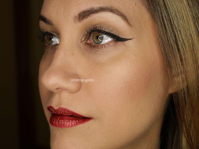 Delineado y labios rojos con glitter, quizá la propuesta más simple y elegante para Navidad https://www.entrebrochasypaletas.com/2019/12/delineado-y-labios-rojos-con-glitter.html… #makeup #xmasmakeup pic.twitter.com/hh8NdWIjbr