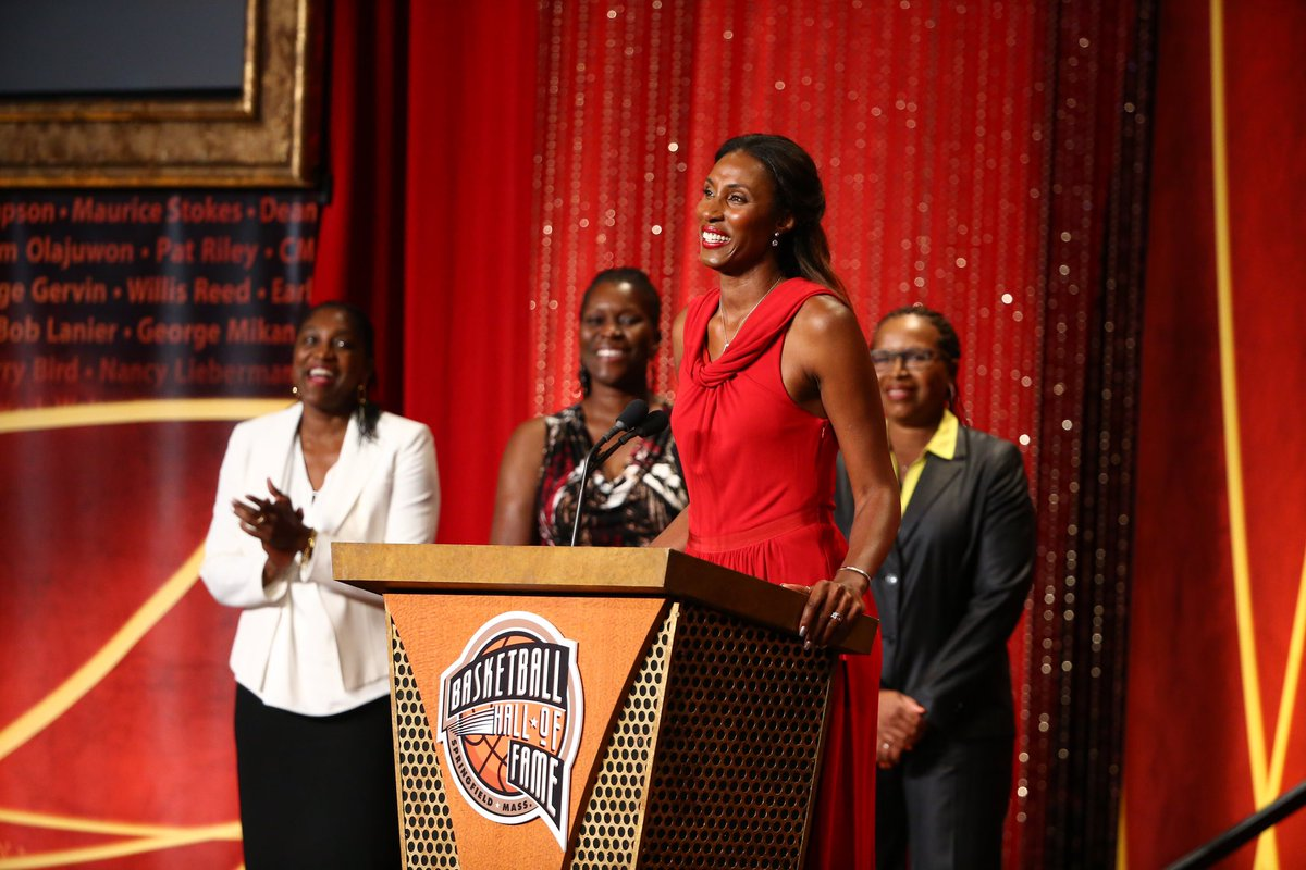 2015: a goat was inducted to the Hall of Fame👑  #GoSparks #LeadTheCharge #WNBAVault https://t.co/XgQLj3dUYr