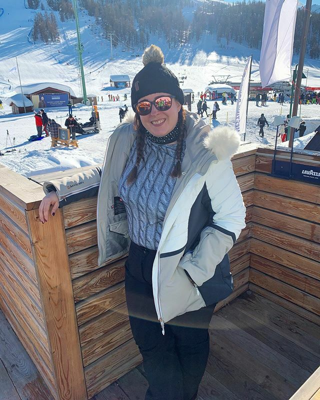 We have had a great time on the slopes for Christmas Day! I am also living my thermals from S'no Queen (@snoqueen_ ) they have kept me really warm and loving the design of this top!  . #skiwithfleur #skiing #ski #skinfashion #skistyle #skioutfit … https://ift.tt/34XqfwCpic.twitter.com/jSEuAijVoo