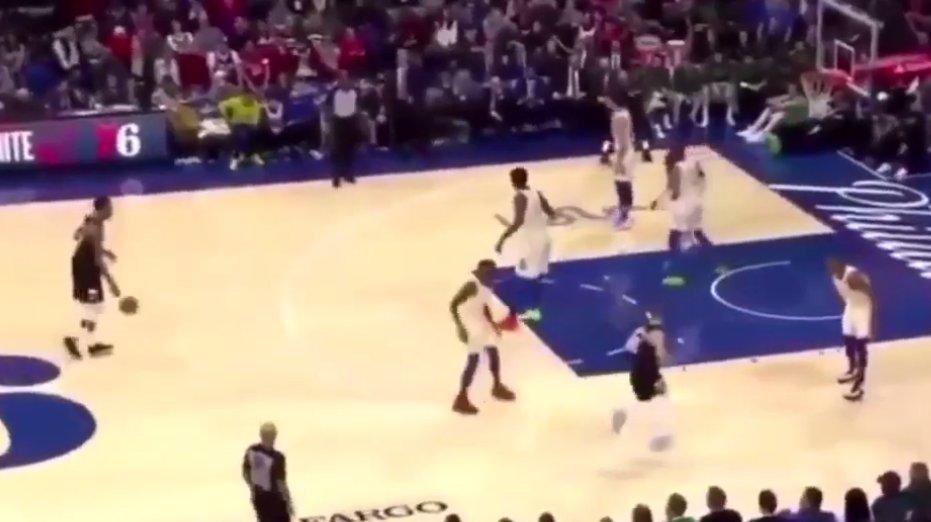【影片】這球讓我想起追夢綠!字母哥三分線外5米沒人防,他的投射沒得到76人尊重!
