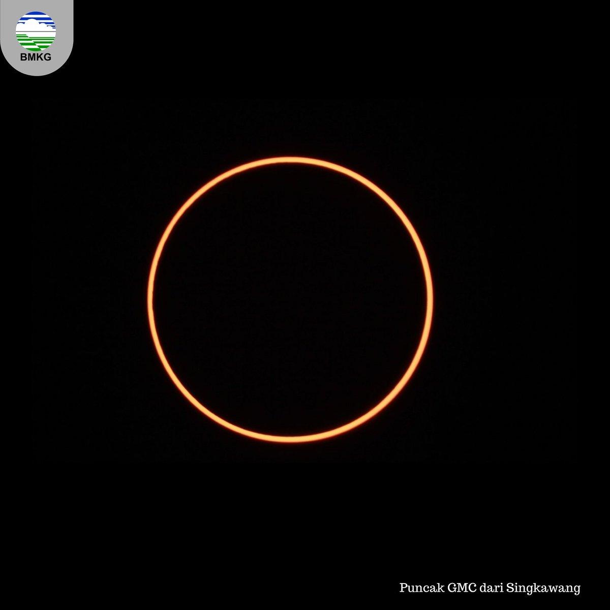 Dan inilah penampakan Gerhana Matahari Cincin Sempurna yang berhasil diabadikan Tim BMKG yang melakukan observasi di Singkawang  Sungguh indah dan menakjubkan #BMKG #GerhanaMatahariCincin https://t.co/cW8y5q1GY8