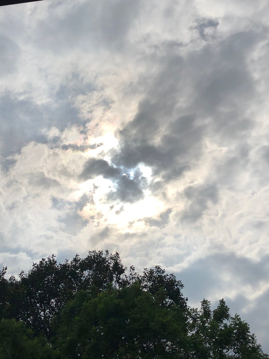 I may have burned my eyes but at least it wasn't for nothing  #solareclipse2019 #GOT7_Eclipse lmao <br>http://pic.twitter.com/OvHqjFoVFW