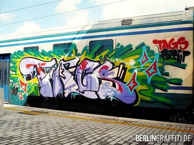 "TAGS — #berlin #graffiti #berlingraffiti #graffitiberlin #fotoboom #bombing #trainline #граффити — © BERLIN GRAFFITI — FROM ""FB SPECIAL #3"" ON https://berlingraffiti.de/  https://www.instagram.com/p/B6iBdOEJb6i/ pic.twitter.com/T9ZSPsfkRp"