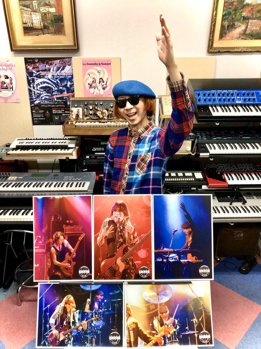マイスタジオでのレッスン、今年も無事終了❗️おっ、#山水館 のステージ写真が通販に‼️ 自分のポーズ、真似てみました(≧∀≦) ❣️ 通販リンク ⤵️  Oops, Stage photo of #SanSuiKan has been mail-ordered‼️ I imitated my photo pose❣️  #渡辺邦孝 #KunitakaWatanabe
