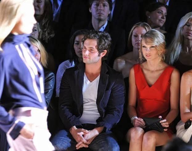 Ya'll Taylor swift is in danger 😭